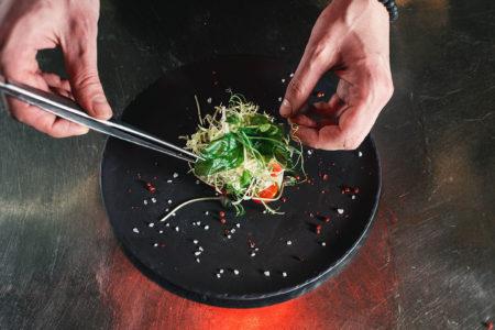 cuisinier-dresse-assiette-concours